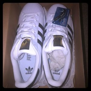 adidas superstar NIB womans 8 or Mens 6